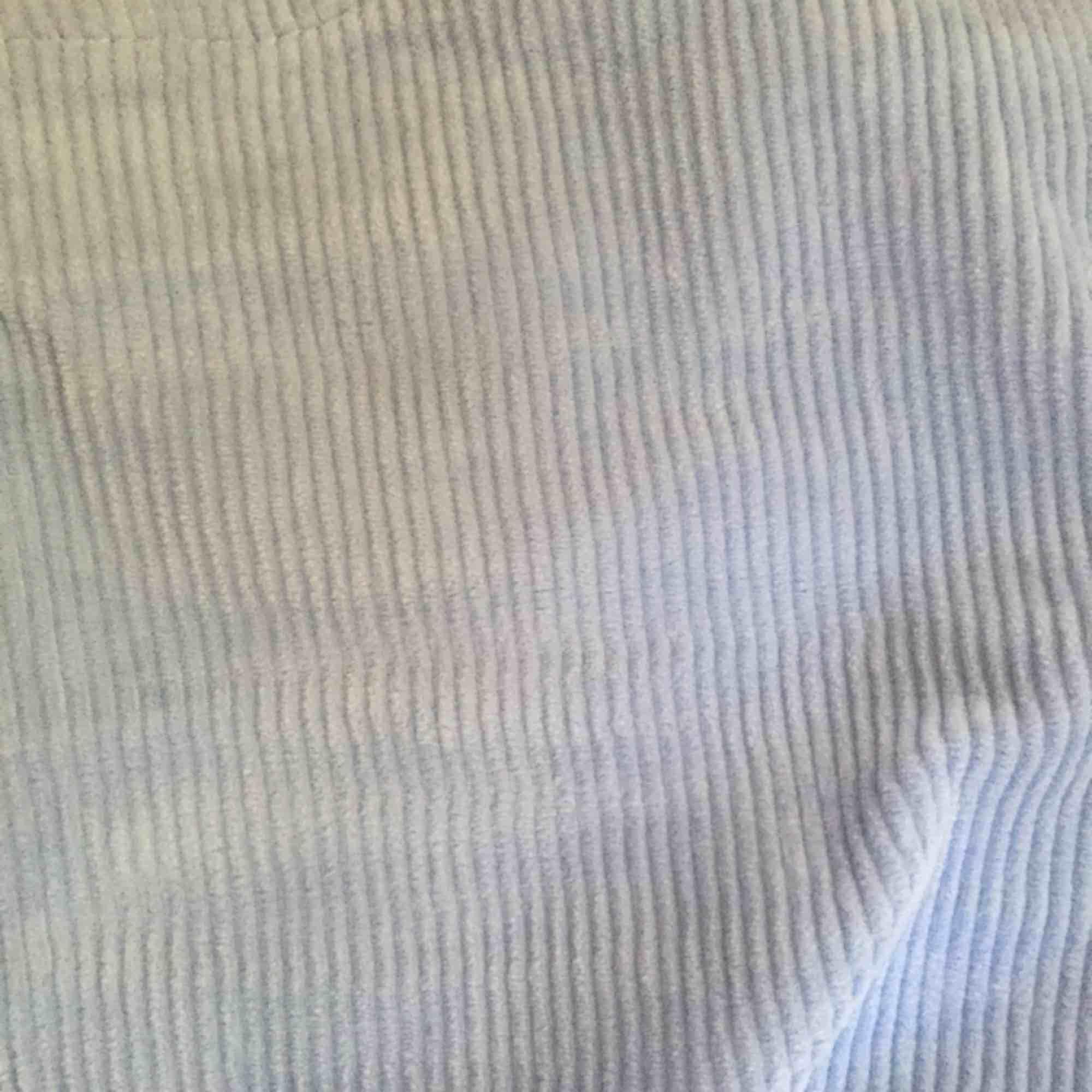 Ljusblå manchesterbyxor bra skick! . Jeans & Byxor.