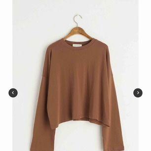 Tunn, långärmad tröja från Olive. Helt oanvänd med lappen kvar ✨ One size. Köpt för 400kr. Köparen står för ev frakt ☺️