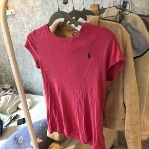 t-shirt från ralp lauren knappt använd