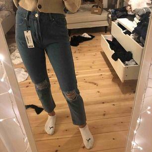 Skit snygga jeans från boohoo, prislapp kvar, köparen står för frakten och postens slarv. Kan mötas upp i Östersund annars fraktar jag!⚡️⚡️