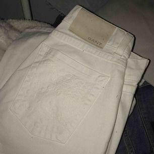 """Snygga gant jeans helt nya! Storlek w27/L32 Nypris: 1399 Modellen Carol - regular fit """"boot cut"""" Formar jätte fint!"""