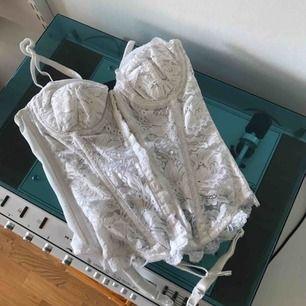 Snygg vit korsett som passar perfekt för den som har storlek 36 och A-kupa. Älskar den här men har aldrig på mig vita saker:/