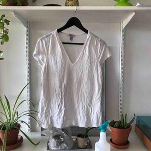 Basic vit t-shirt från HM.
