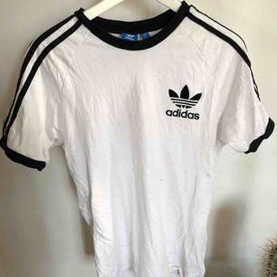 Adidas T-shirt i storlek M  Frakt tillkommer