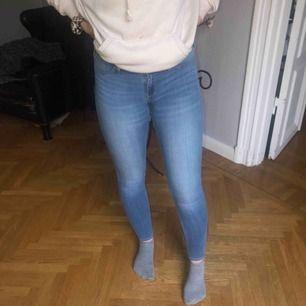 Vanliga basic jeans från Hollister. Väldigt stretchiga o sköna. Nypris: 600kr