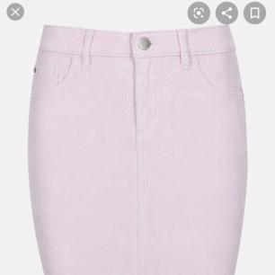 Rosa Manchester kjol. Använd endast en gång. Väldigt stretchigt material! Nypris 299kr