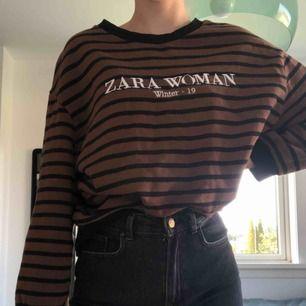 Fin höst tröja som är använd få gånger, storlek M men skulle säga att den är bäst för S🥰 frakt tillkommer👍🏻
