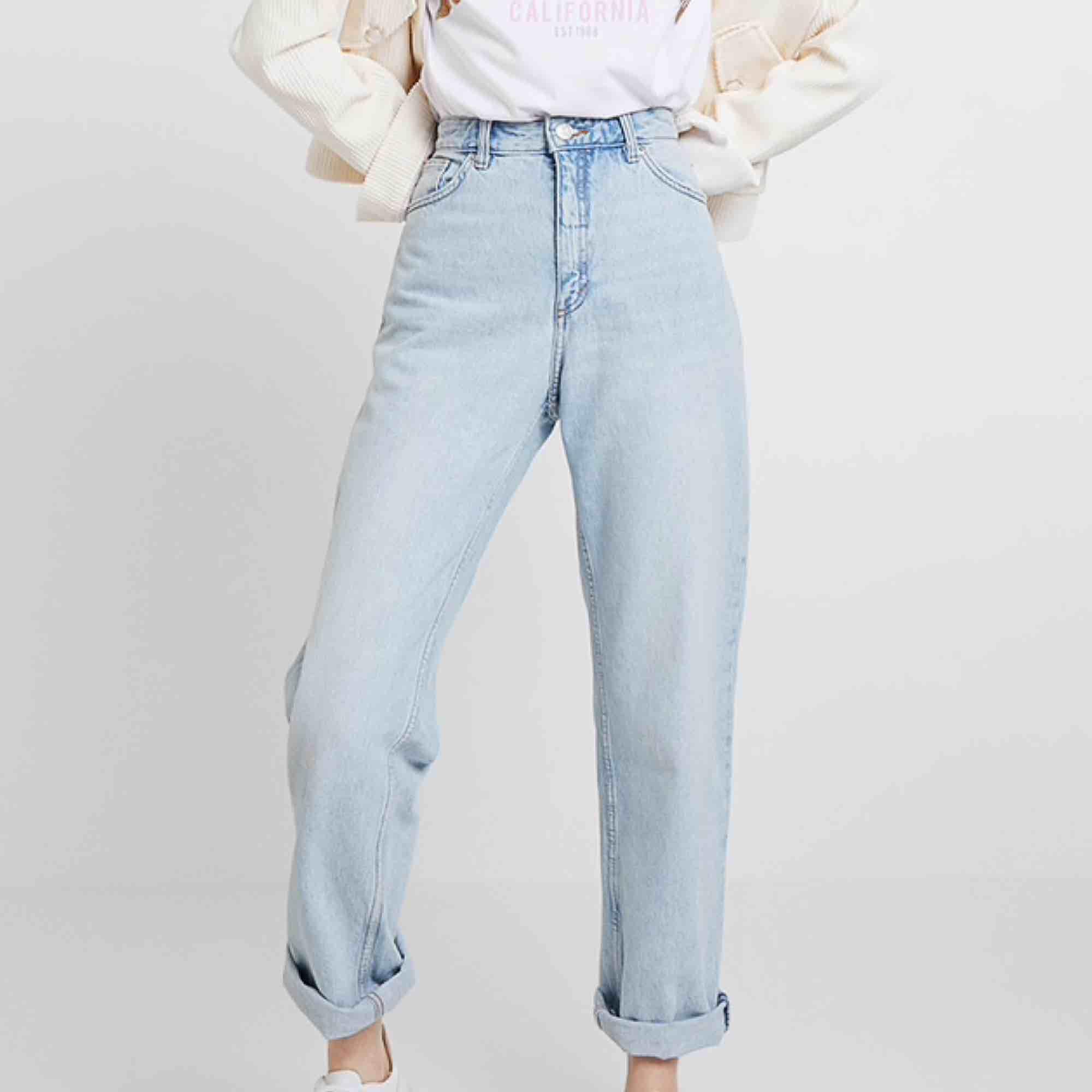 Jättefina momjeans i modellen taiki från monki! Använda ca 5 gånger och är alltså i nyskick!🦋💖 köpta för 400. Jeans & Byxor.