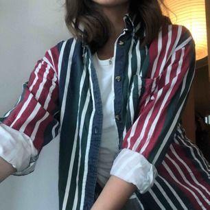 En skjorta i snyggt randigt mönster! Märket är copper key men köpt på beyond retro! Super snygg och aldrog använd🍒