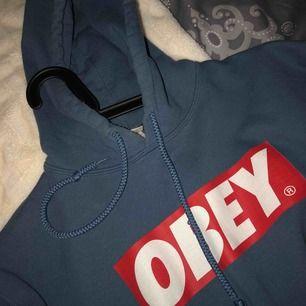 Mysig hoodie, vet inte vart jag köpt den men den är hel o ren och mysig inuti men jag använder den aldrig. 50kr frakt