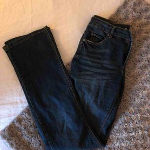 Säljer ett par bootcut jeans i storlek 36 då jag sällan har använt de. Jeansen är ifrån Cubus och säljs ej längre. Köparen står för frakt;)