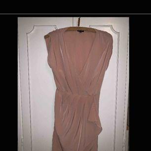 Rosa omlottklänning från topshop storlek 36 använd 1gång