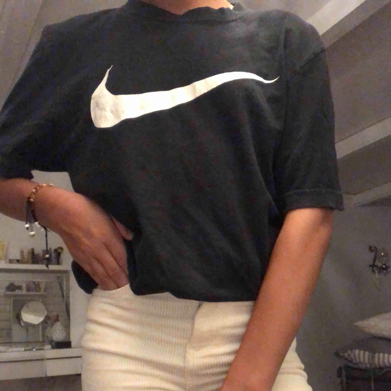 "Super cool ""old School"" t-shirt från Nike!!💓💓 (+frakt). T-shirts."