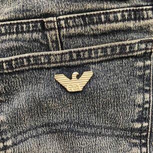 Ett par fina Armani jeans, köpta från judits och knappt använda. Storlek 29 men definitivt mer av en 27, en small! Kika gärna på mina andra annonser :)