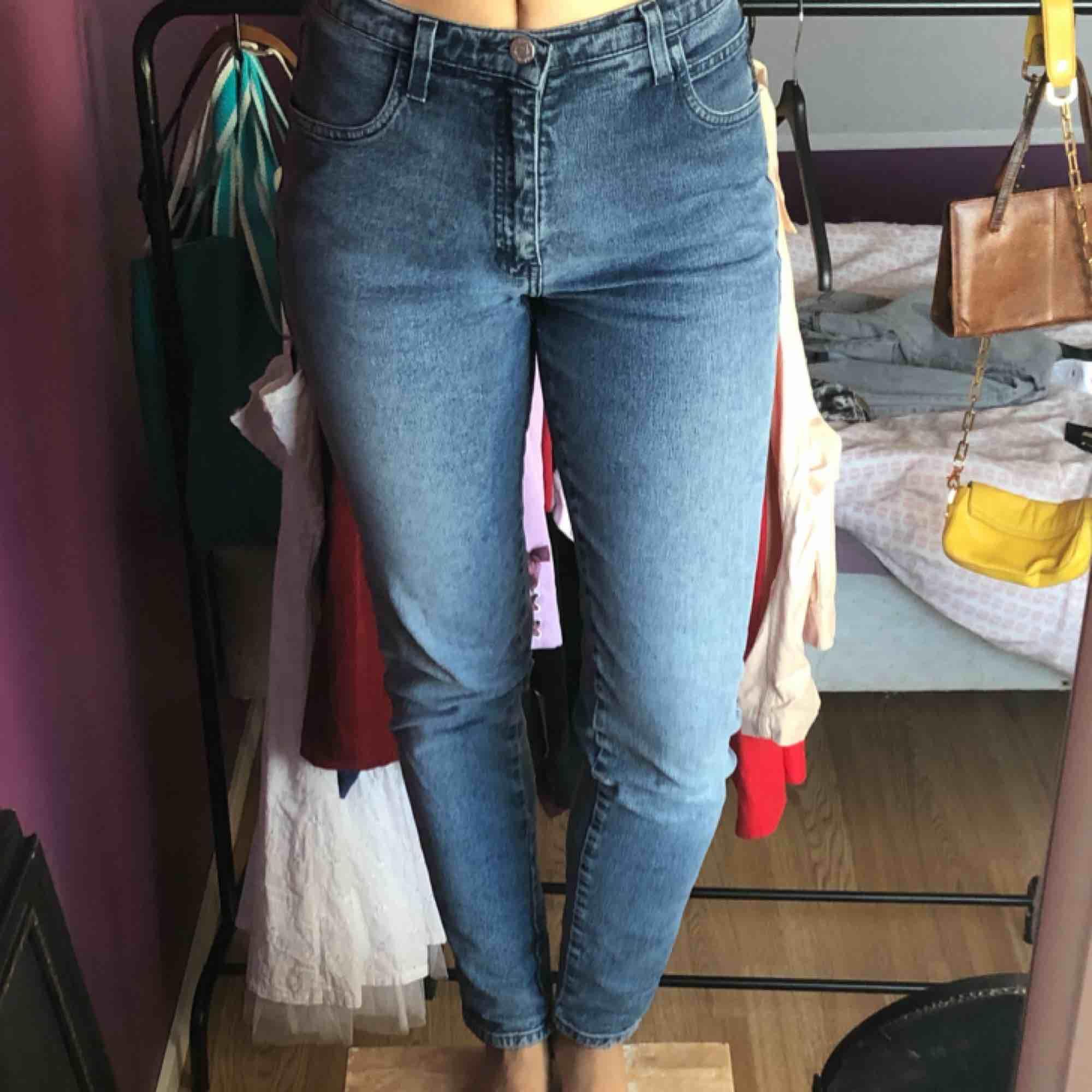 Ett par fina Armani jeans, köpta från judits och knappt använda. Storlek 29 men definitivt mer av en 27, en small! Kika gärna på mina andra annonser :). Jeans & Byxor.