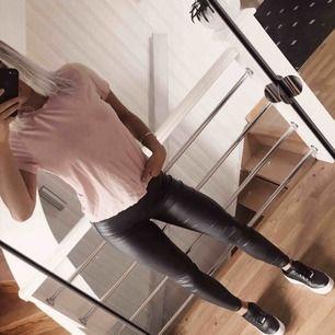 Superfin ljusrosa basic T-shirt, inte mycket använd!  🗯Frakt tillkommer om det ska skickas, fraktar alltid med video/bildbevis!🗯