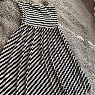 Ny klänning bomull vacker vid nertill Storlek L Nytt tags kvar Fraktas också