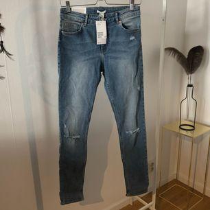 Stuprörs jeans i superstretch från H&M. Nya och oanvända