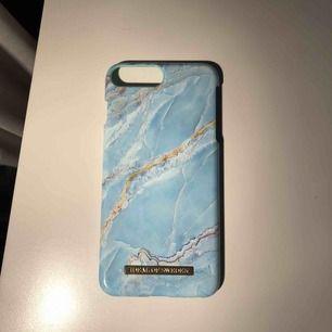 Ljusblått marmor skal från Ideal Of Sweden, använt ett fåtal ggr🐬 Passar t iPhone 6/ 6s/ 7/ 8 Köparen står för ev frakt💓