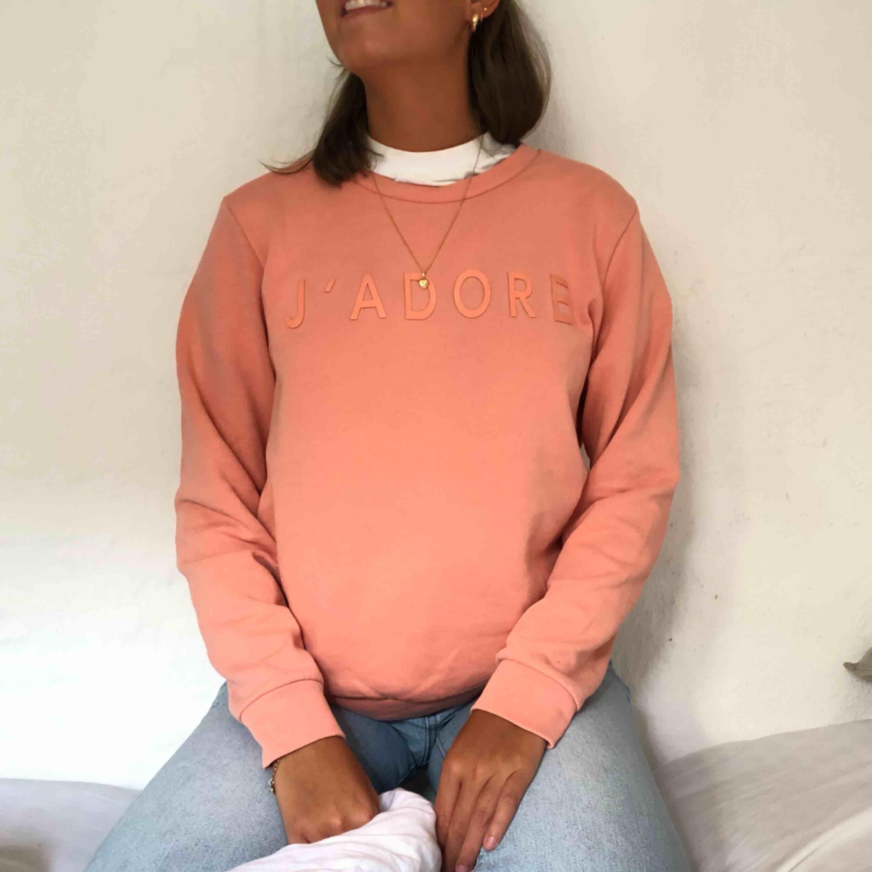 Sweatshirt från Saints and mortals i stolek S. Mycket sparsamt använd, frakt tillkommer.🍻. Tröjor & Koftor.