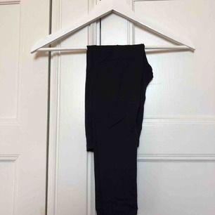 Svarta leggings i toppen skick! Används bl.a som gymnastiktights och uppvärmingstights inom GT VIKINGARNA.