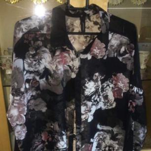 En jätte fin skjorta oanvänd köpte den för 250kr men säljer den för 100kr. Köparen står för frakt.