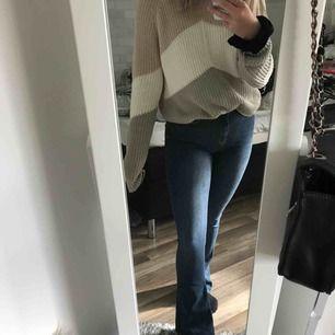 bootcut jeans från gina, sköna och stretchiga