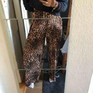 Plisserade byxor, sjukt sköna