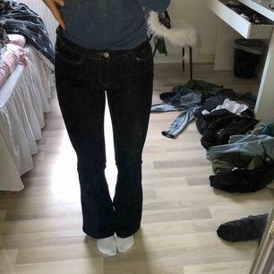 Helt oanvända jeans från mango, dom är för korta för min smak.