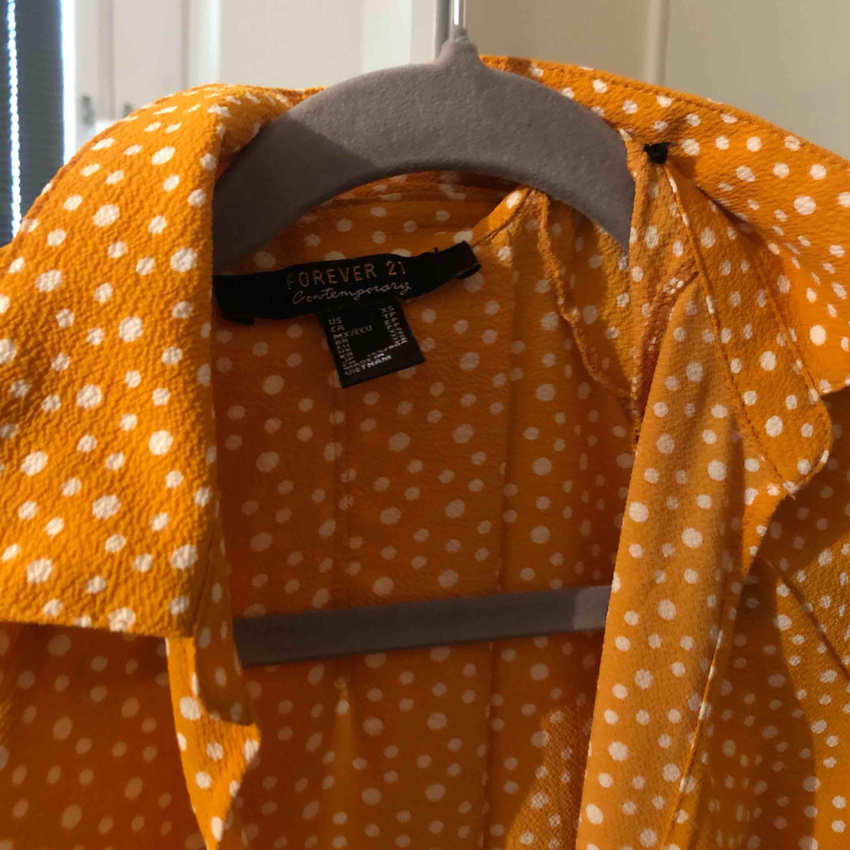 Skjorta ish från Forever 21!! Knappt använd. Frakt tillkommer💛. Skjortor.
