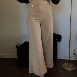 Raka byxor från Zara! Aldrig använt. Frakt tillkommer💕