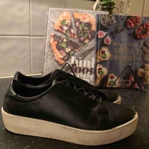 Säljer ett par assnygga skor som jag tyvärr har växt ur.. :(