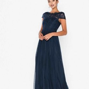 Sååå fin balklänning (använd endast en gång)!! Frakten ingår i priset⭐️ Betalning sker via swish!!⭐️ NYPRIS - 800kr