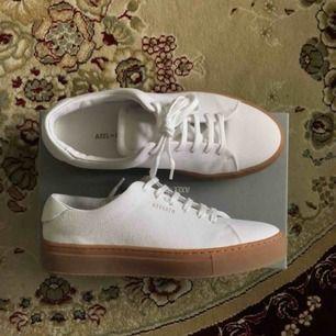 Jättefina Axel Arigato skor som är oanvända då jag beställde fel storlek. Inte kunnat skicka tillbaka eftersom jag tappat bort returpappret😩 Möts jättegärna upp i Stocholm eller så betalar ni frakten🌸🌸