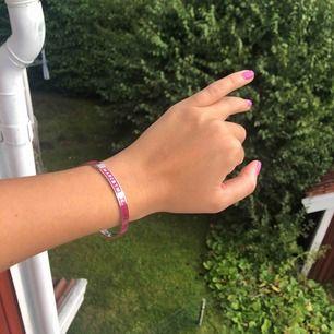 Så fint armband från Marc By Marc Jacobs! Perfekt skick💘 passar en mindre handled! Frakt ingår!