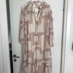 Slutsåld klänning från H&M  Helt ny aldrig använd  Lappar kvar