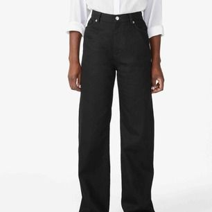 Jeans från monki, använda så de är lite urtvättade men lätt att fixa.