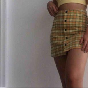 Jättesnygg kjol! Påminner om Chers kjol i clueless:)))))) från monki