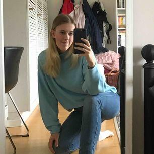 Super snygg blå tröja från H&M, perfekt till hösten!