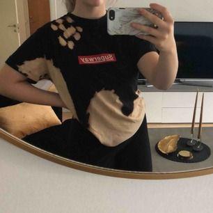 En skit ball oversized t-shirt  inspirerad av supreme köpt från carlings. Tyvärr kommer den aldrig till användning, köparen står för frakt💗