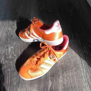Heta old school adidas 🌇🌆🌅 super sparsamt använda ☄️