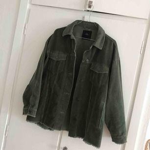 Säljer min jacka från Zara i storlek M, oversized modell. Köpare står för frakt 🌸