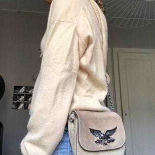 Sååå himla fin väska från zara!!💘😍pris kan diskuteras. Zadig el voltair inspirerad väska. Var min favvo väska men slutade använda pga köpte en från Zadig