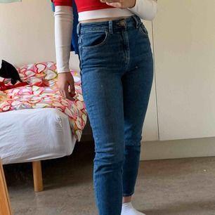 Asos blue denim skinny mom jeans petite size 25 waist 26 length. Köparen står för frakt