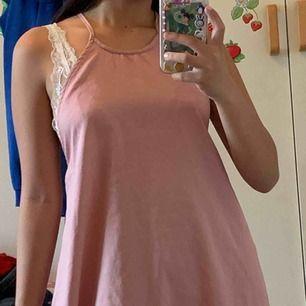 Asos petite rosa skolavslutnings klänning, använt en gång. Köparen står för frakt