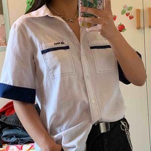 Da Vinci blå/vit kontrast skjorta. Köparen står för frakt