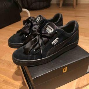 As coola puma skor som aldrig kommit till användning. Skick 10/10 och är som nya! Köparen står för frakt och jag fraktar spårbar 63kr, köparen står för frakten och skriv privat om det är något mer!💕