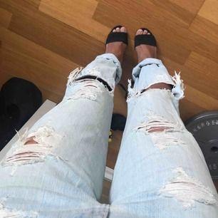 Hollister boyfriend jeans, midjemått 24