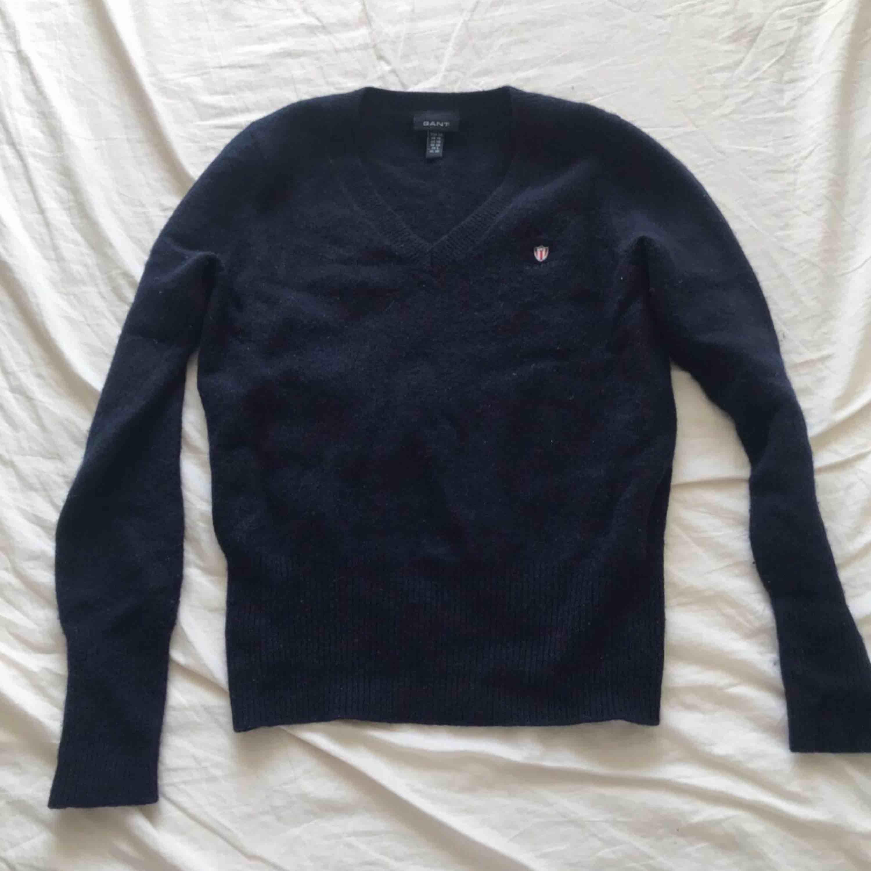 Marinblå Gant tröja . Stickat.