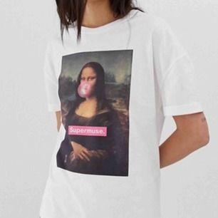 T-shirt från Bershka, den är lite urtvättad säljer den pga inte min stil längre